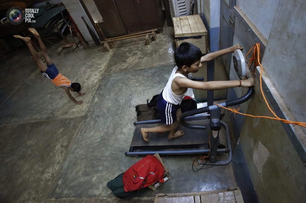 THE ANCIENT INDIAN SPORT OF MALLAKHAMB 13 Маллакхамб – это древний индийский вид спорта