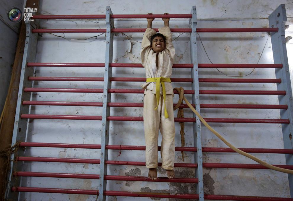 THE ANCIENT INDIAN SPORT OF MALLAKHAMB 14 Маллакхамб – это древний индийский вид спорта
