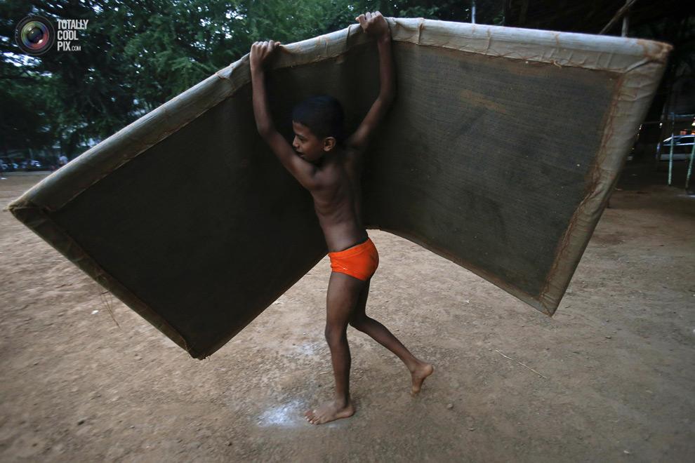 THE ANCIENT INDIAN SPORT OF MALLAKHAMB 18 Маллакхамб – это древний индийский вид спорта