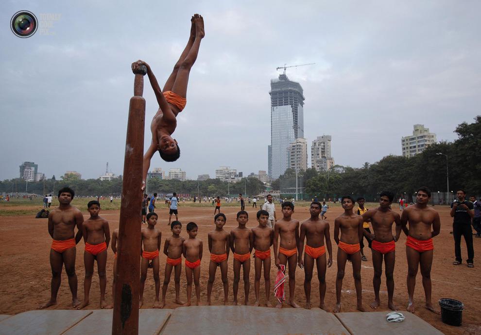 THE ANCIENT INDIAN SPORT OF MALLAKHAMB 3 Маллакхамб – это древний индийский вид спорта