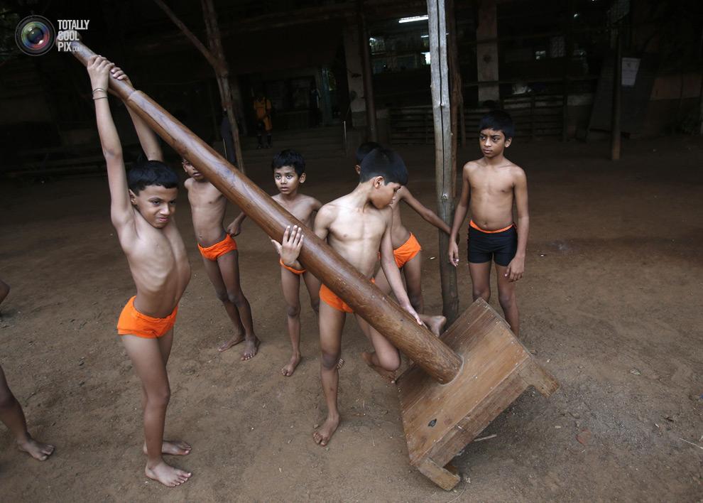 THE ANCIENT INDIAN SPORT OF MALLAKHAMB 5 Маллакхамб – это древний индийский вид спорта