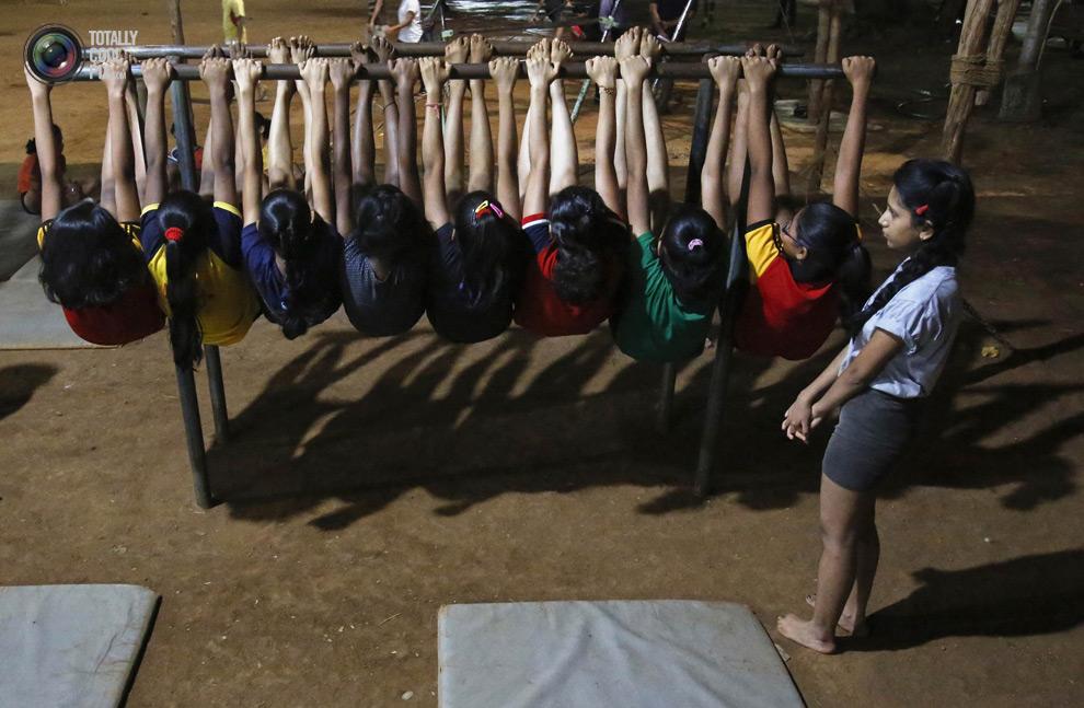 THE ANCIENT INDIAN SPORT OF MALLAKHAMB 7 Маллакхамб – это древний индийский вид спорта