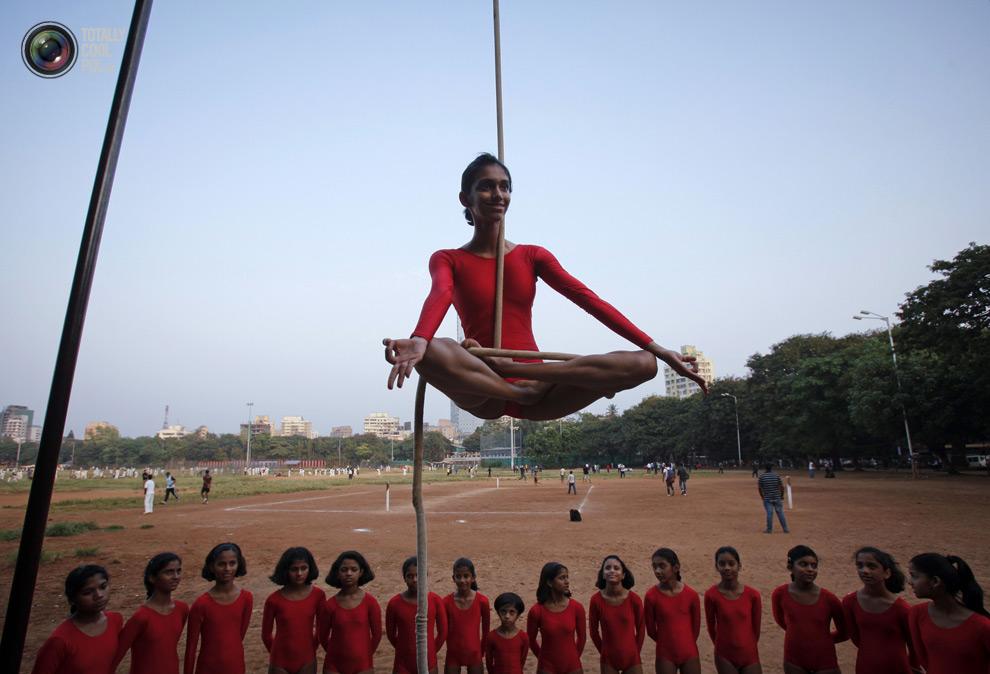 THE ANCIENT INDIAN SPORT OF MALLAKHAMB 8 Маллакхамб – это древний индийский вид спорта