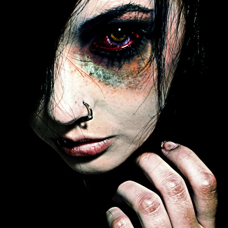 avtoportretixanni 12 Мрачные и необычные автопортреты Твиг Капры из Нью Йорка