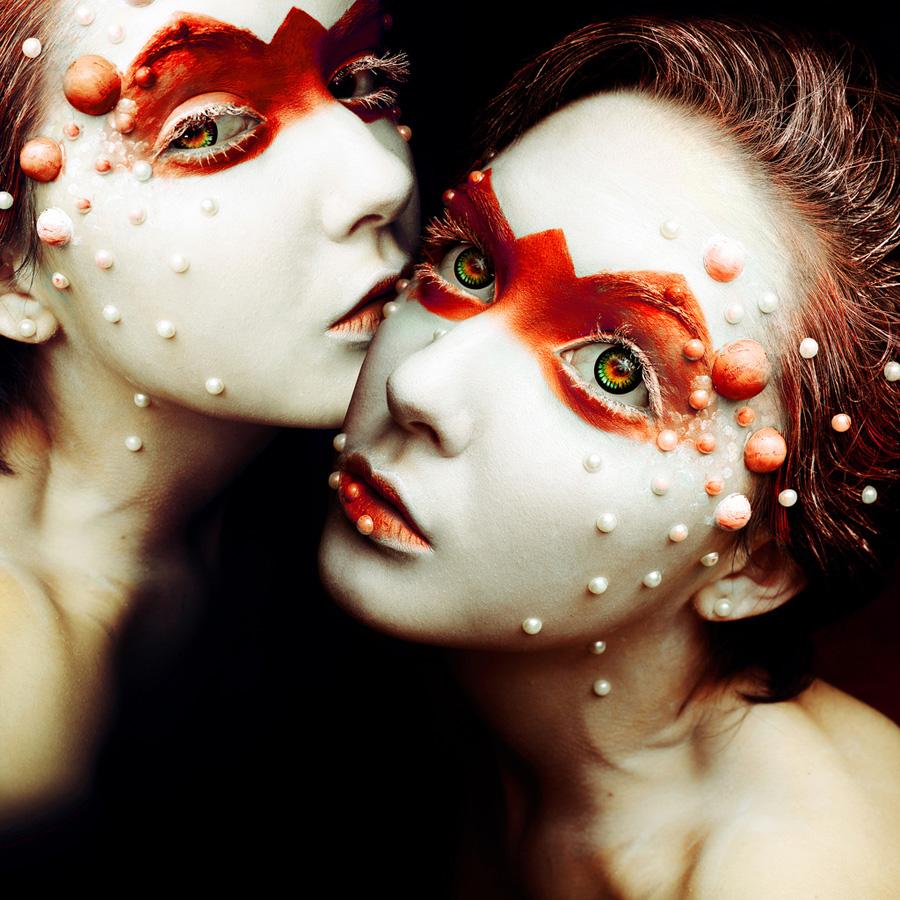 avtoportretixanni 27 Мрачные и необычные автопортреты Твиг Капры из Нью Йорка