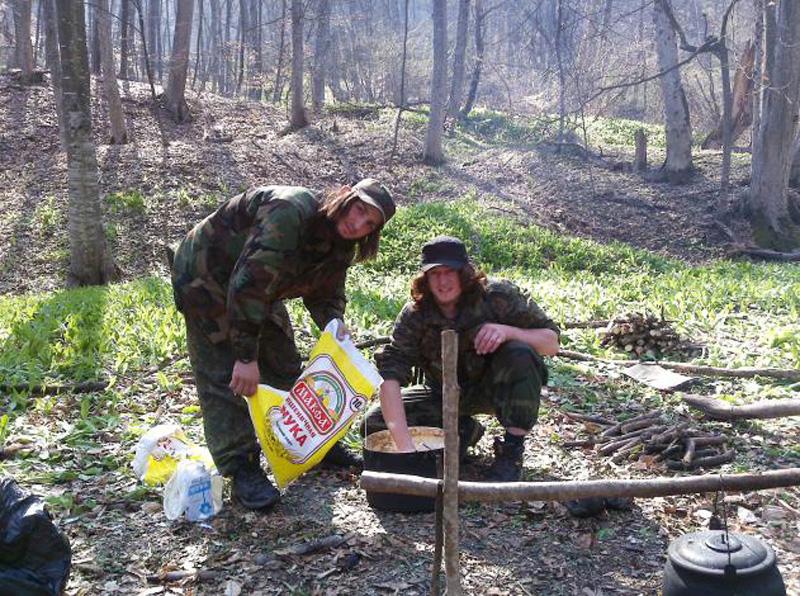 bitterroristov 13 Быт террористов. Как живут имаратыши в лесу