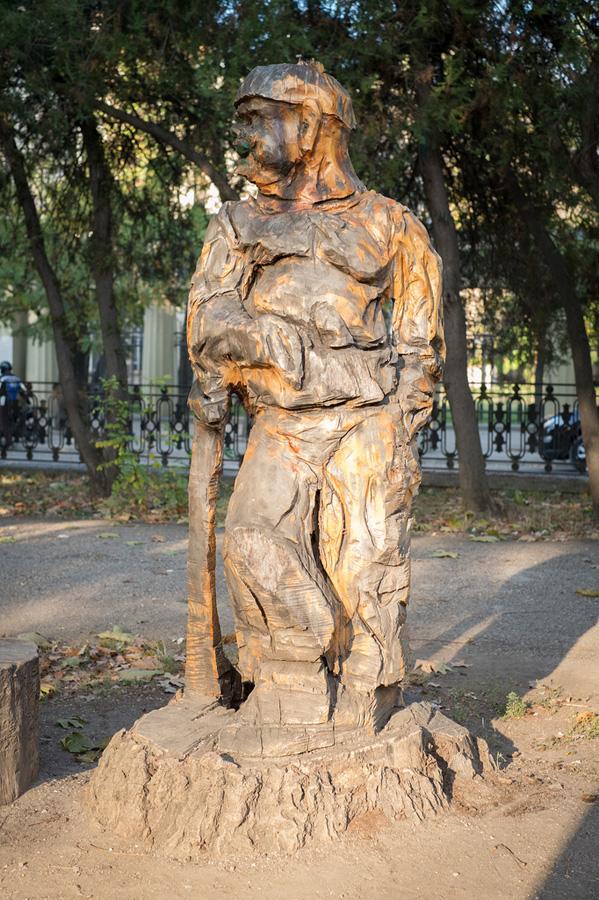 derevyanniestatui 18 Деревянные скульптуры в Симферополе