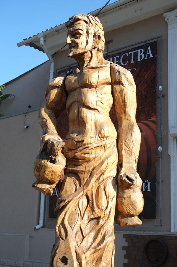 derevyanniestatui 3 Деревянные скульптуры в Симферополе
