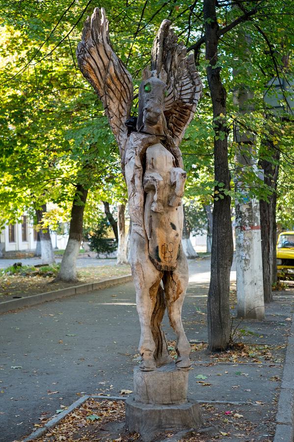 derevyanniestatui 6 Деревянные скульптуры в Симферополе