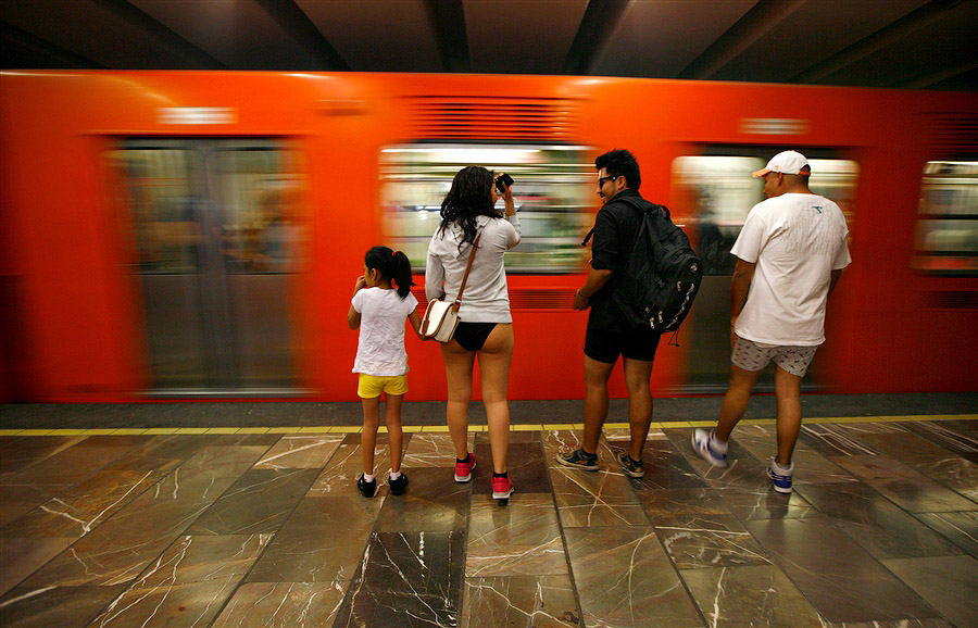 flash mo В метро без штанов   2013