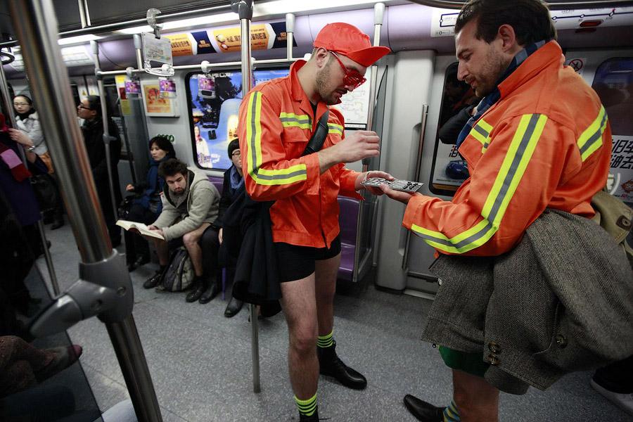 flash mw В метро без штанов   2013
