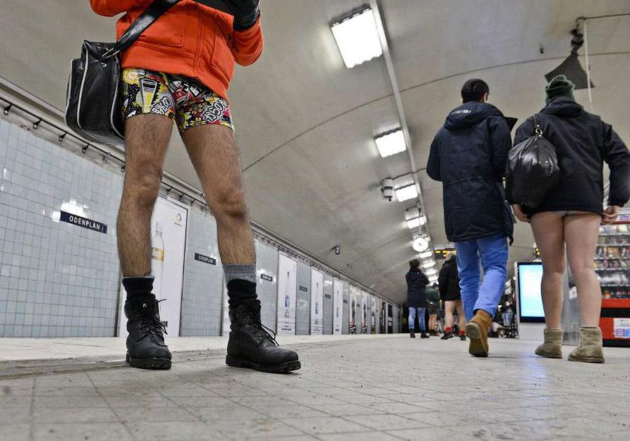 flash mz В метро без штанов   2013