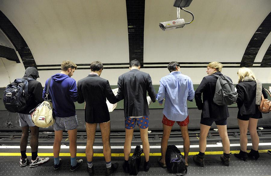 londonefe3 В метро без штанов   2013