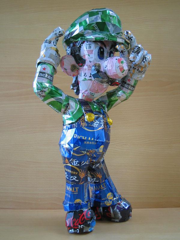 skulpturiizjeleznixbanok 12 Cкульптуры из пивных банок