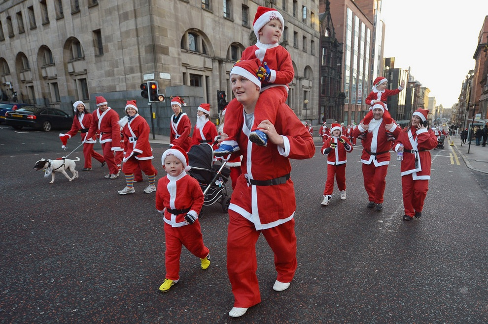 zabegisanti 10 Забеги Санта Клаусов охватили Европу