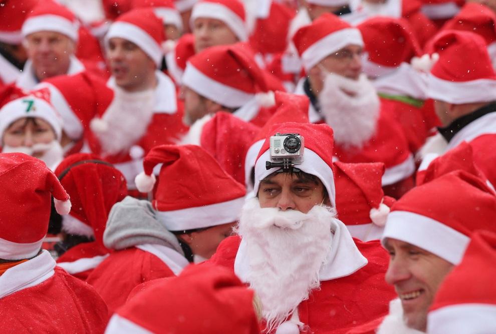 zabegisanti 12 Забеги Санта Клаусов охватили Европу