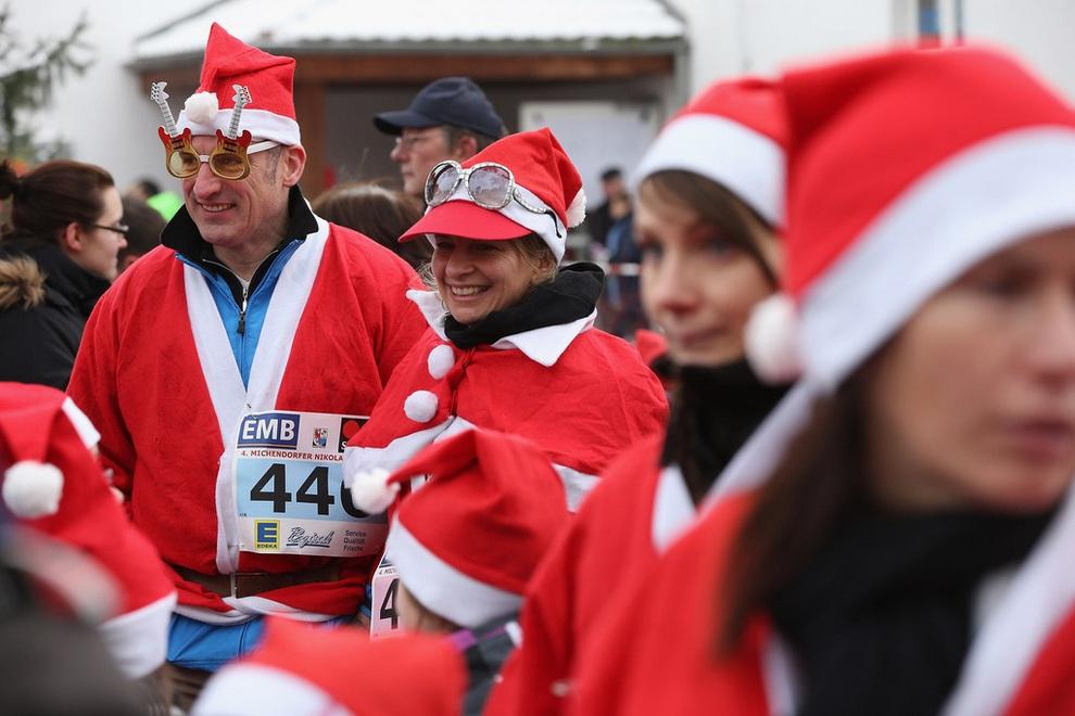 zabegisanti 13 Забеги Санта Клаусов охватили Европу