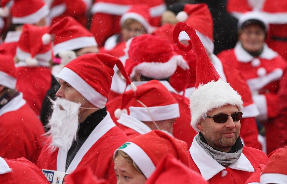 zabegisanti 14 Забеги Санта Клаусов охватили Европу