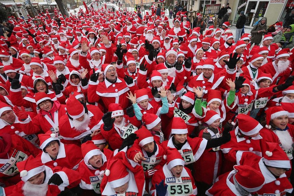 zabegisanti 15 Забеги Санта Клаусов охватили Европу