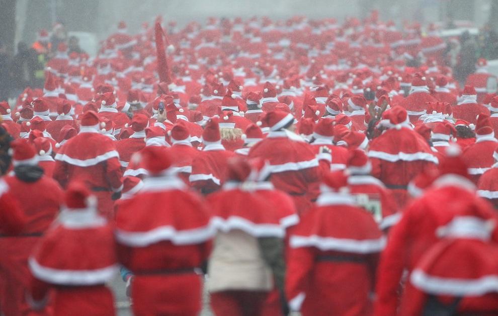 zabegisanti 19 Забеги Санта Клаусов охватили Европу