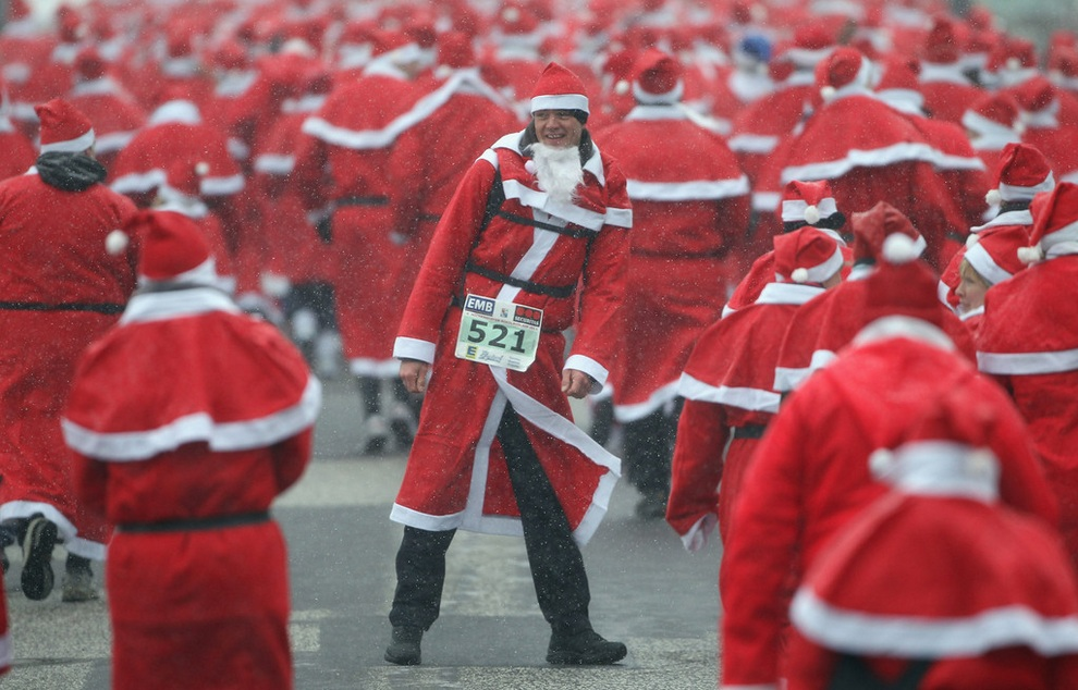 zabegisanti 20 Забеги Санта Клаусов охватили Европу