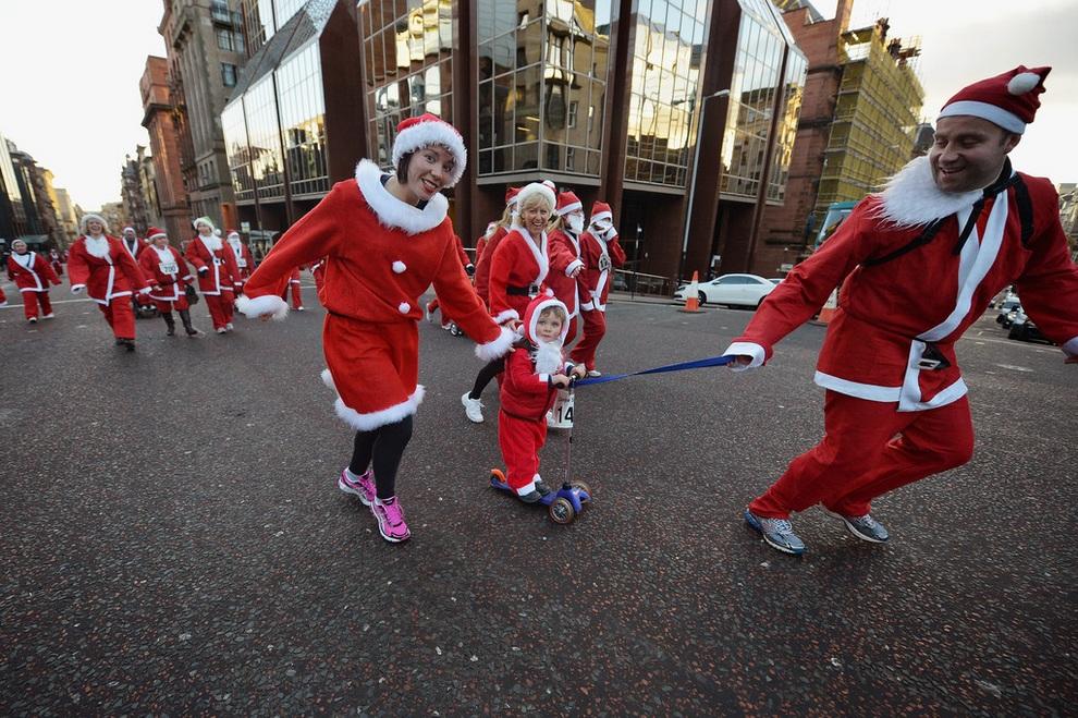 zabegisanti 9 Забеги Санта Клаусов охватили Европу