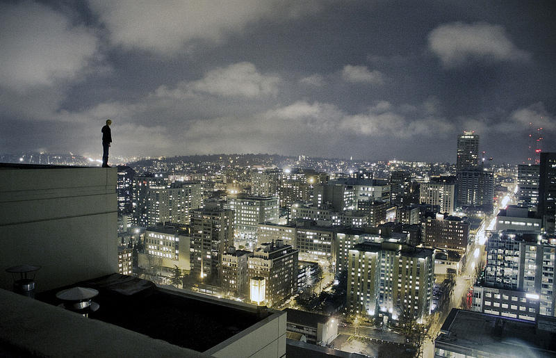 0 9f2a2 girl over a precipice metropolis