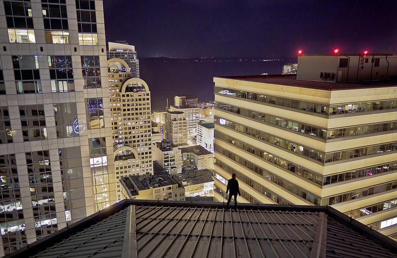 0 9f2a4 girl over a precipice metropolis
