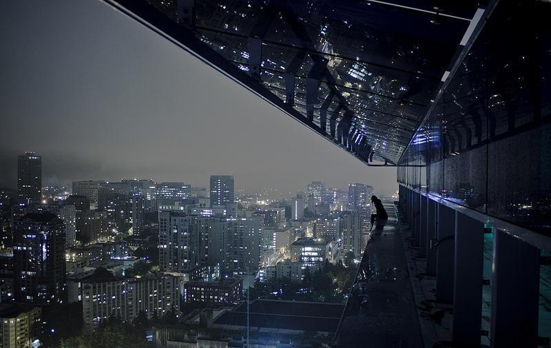 0 9f2a8 girl over a precipice metropolis