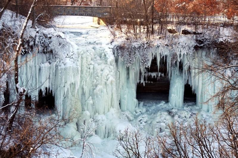 Замерзший водопад Миннехаха