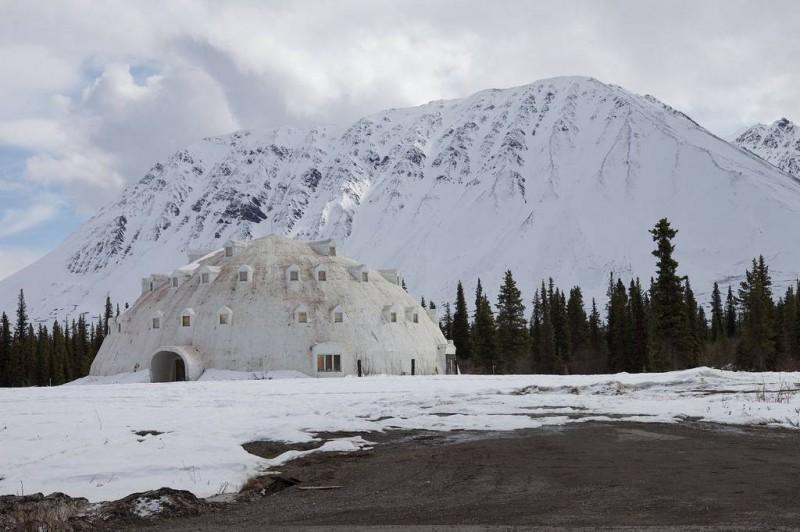 igloohotel11 800x532 Заброшенный отель иглу на Аляске