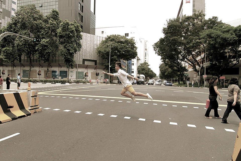 levitationsg06 Удивительные фотографии парящих в воздухе людей из Сингапура. Никакого фотошопа!