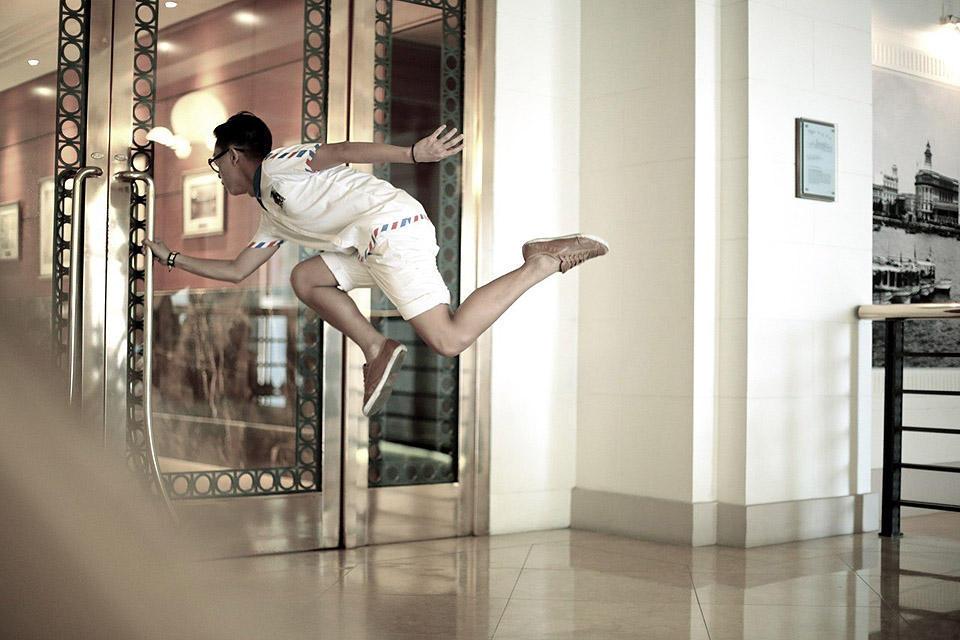 levitationsg08 Удивительные фотографии парящих в воздухе людей из Сингапура. Никакого фотошопа!