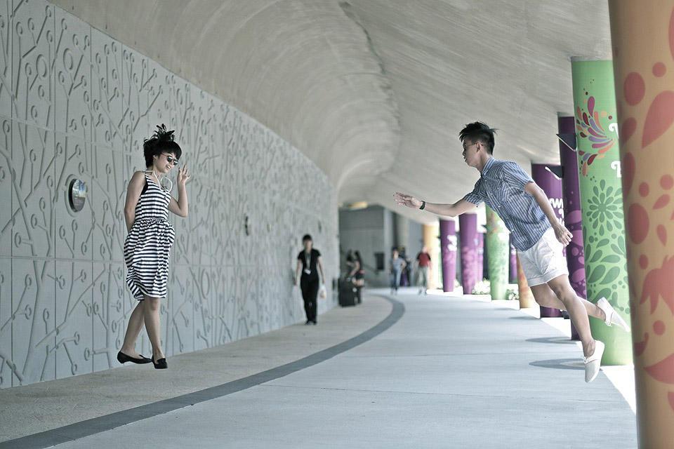 levitationsg13 Удивительные фотографии парящих в воздухе людей из Сингапура. Никакого фотошопа!