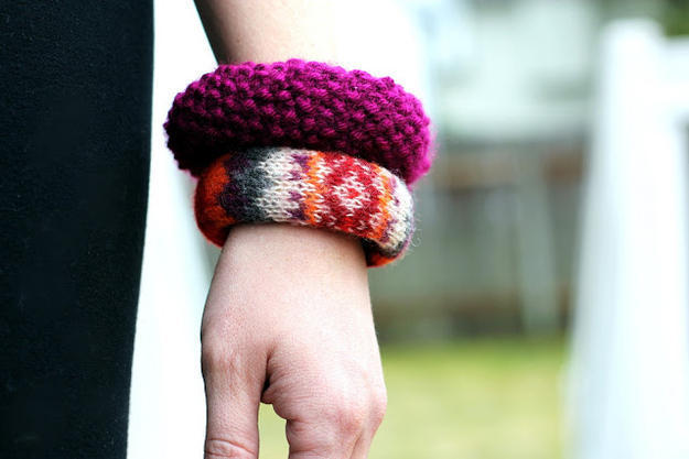 Креативные идеи демонстрирующие, что можно сделать из старого свитера.