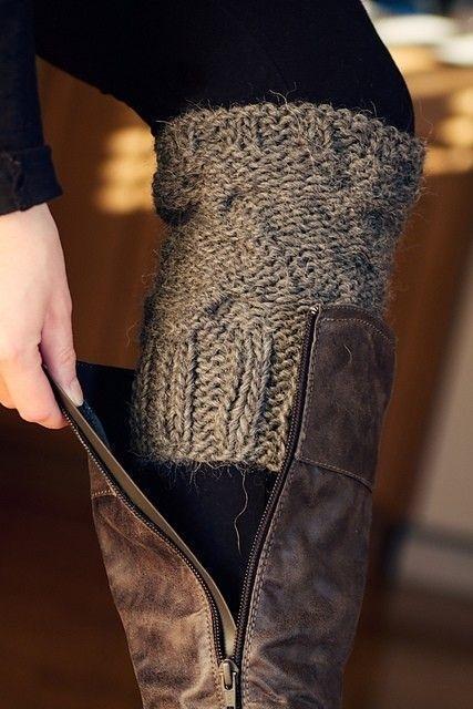 7. Простой веночек, обтянутый свитером: Такой веночек можно украсить по своему вкусу.  Source: craftylittlegnome.com.