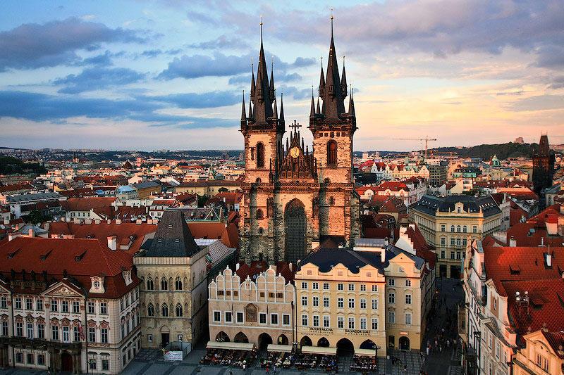 Были в Праге? Знаете необычный отель? Расскажите нам!