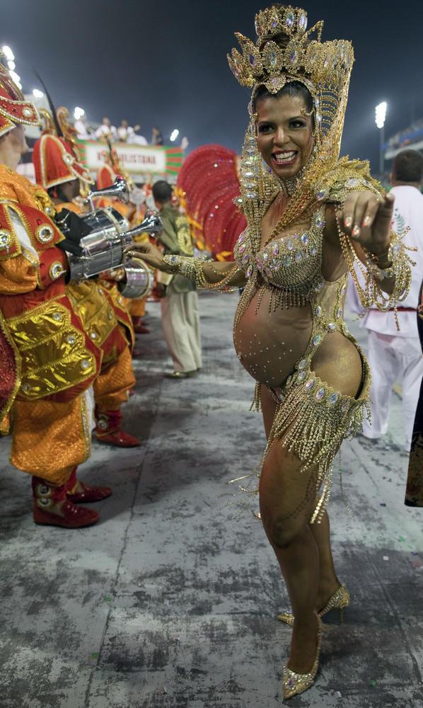 бразильские танцы на карнавале неправильно проведенной