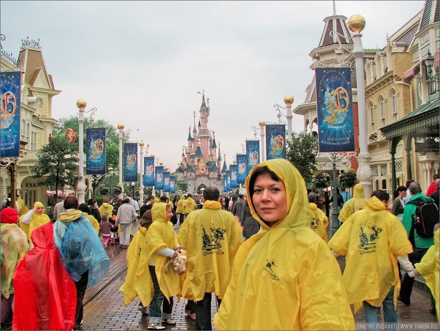 http://bigpicture.ru/wp-content/uploads/2013/02/Disneyland01.jpg