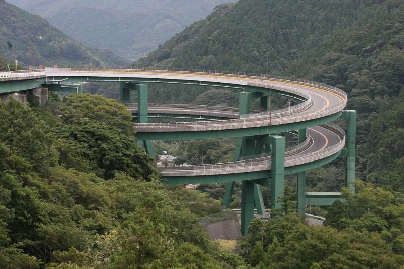 LoopBridge01 800x533 Кавацу Нанадару   мост петля в Японии