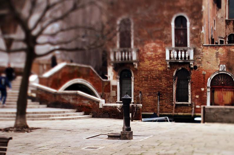 http://bigpicture.ru/wp-content/uploads/2013/02/Venezia02.jpg