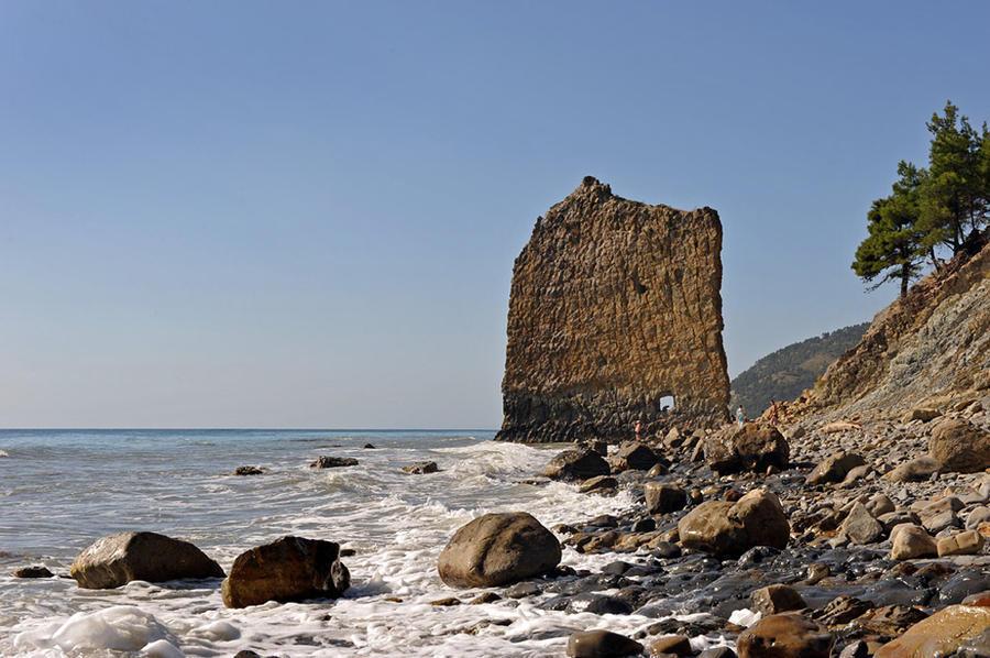 rocks03 Самые красивые и необычные морские скалы