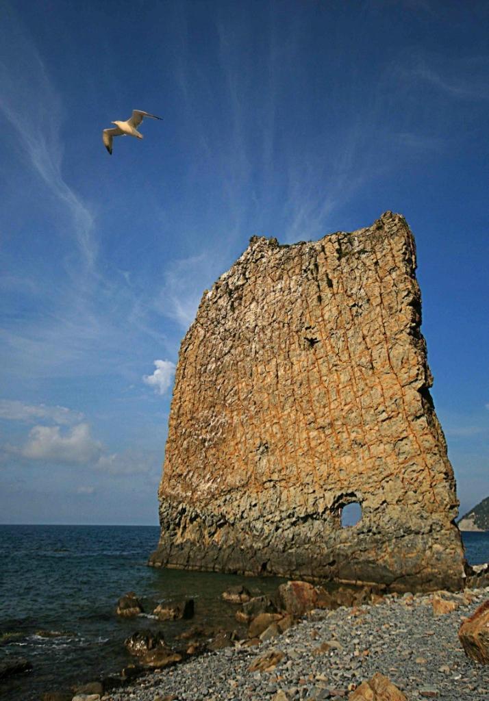 rocks04 Самые красивые и необычные морские скалы
