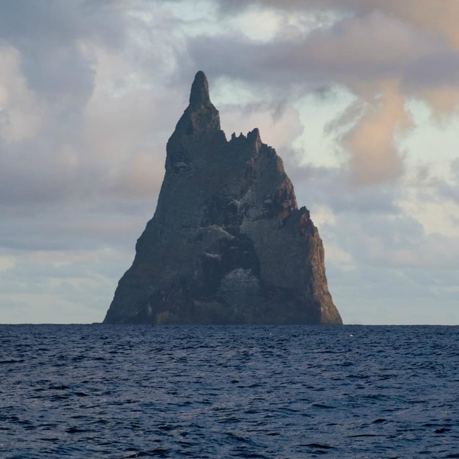 rocks19 Самые красивые и необычные морские скалы