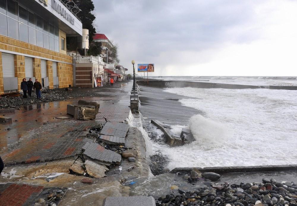 106477 1 В Сочи штормом разбило центральную набережную