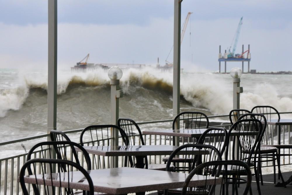 109119 1 В Сочи штормом разбило центральную набережную