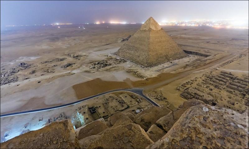 Московские руферы забрались на египетские пирамиды