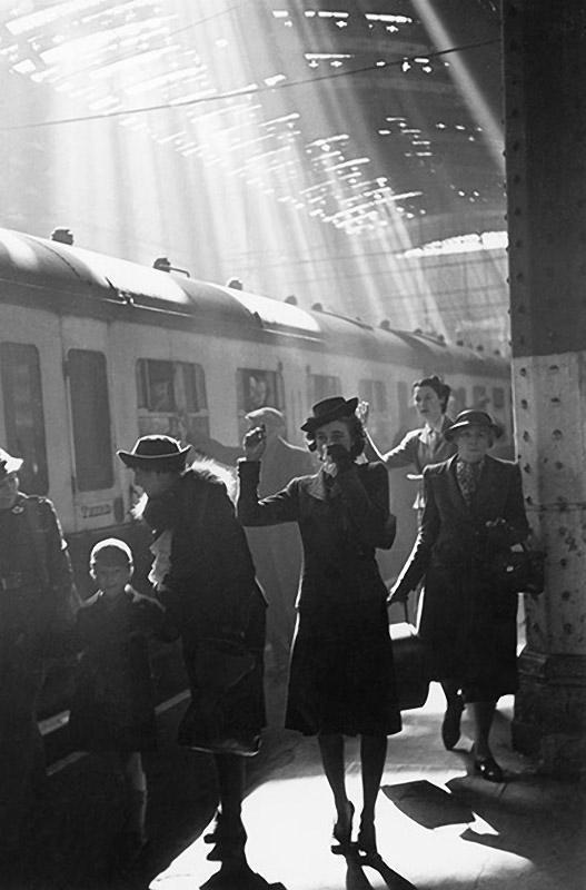 Встречи на вокзале ретро фото
