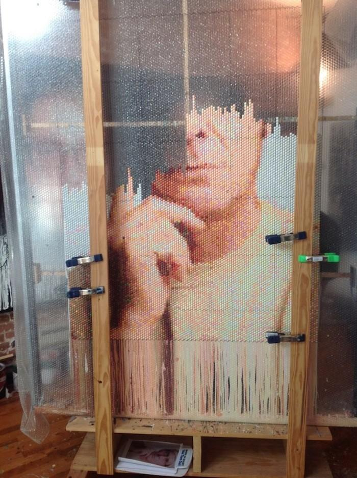Pixelated07 Поразительные пиксельные портреты из упаковочной пленки