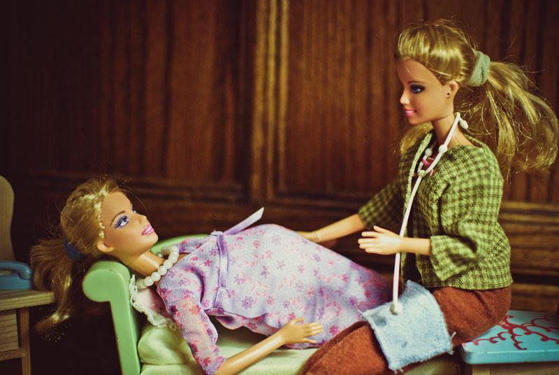 Игра Беременная Барби в солярии Barbie Pregnant